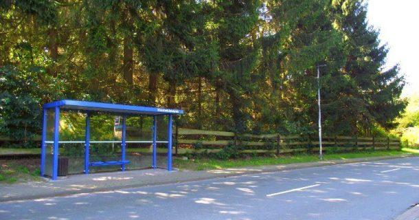 Bushaltestelle vor der Tür
