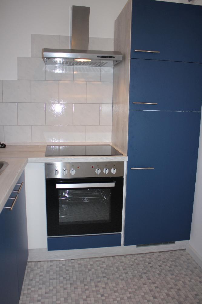 mit Kühlschrank und Gefrierfach