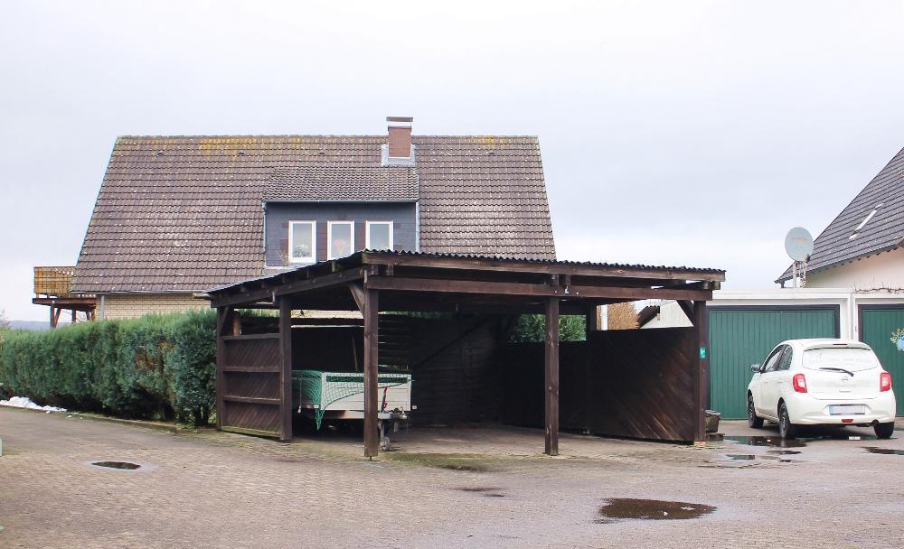 2 Carports u. 1 Garage
