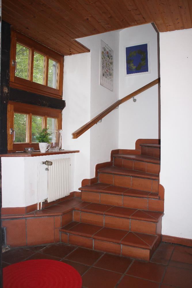 mit Treppenaufgang